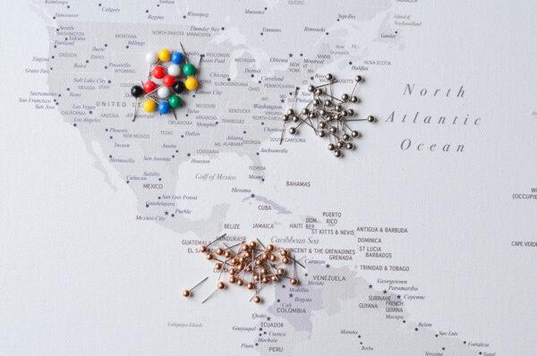 Weltkarte-Leinwandbild-zum-pinnen-der-Reiseziele-Weiß