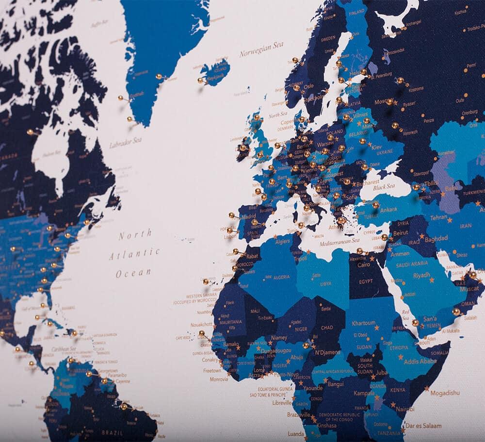 Pinnwand-Weltkarte-Blau-Wandkunst