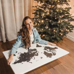 Weihnachtsgeschenk-weltkarte-mit-pins-Schwarzweiße