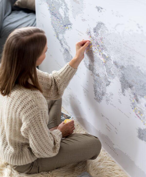 Weltkarte Pinnwand Grau tripmapworld
