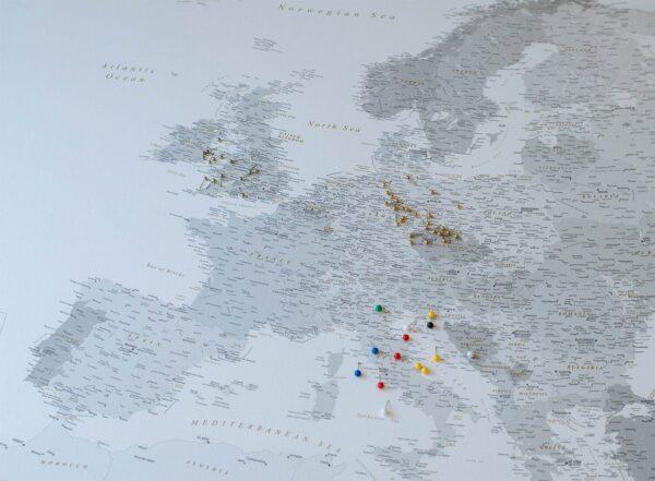 Detailliert-Europa-Pinnwand-Karte-Grau