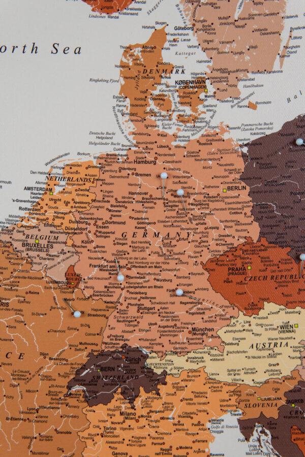 Europa Pinnwand Karte – Braun (Detailliert)
