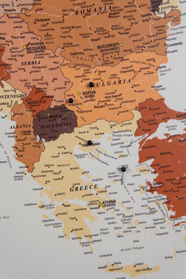 europa karte mit pins braun