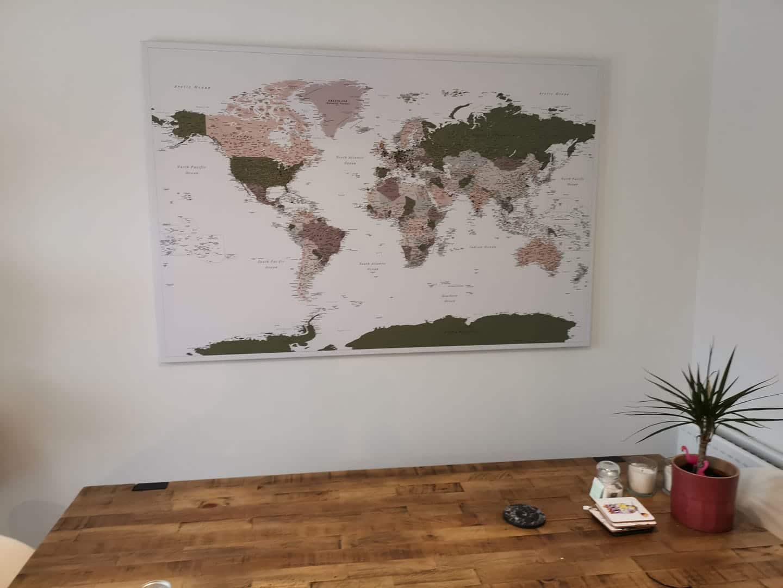 Welt Pinnwand Karte – Grün Lila (Detailliert) tripmapworld