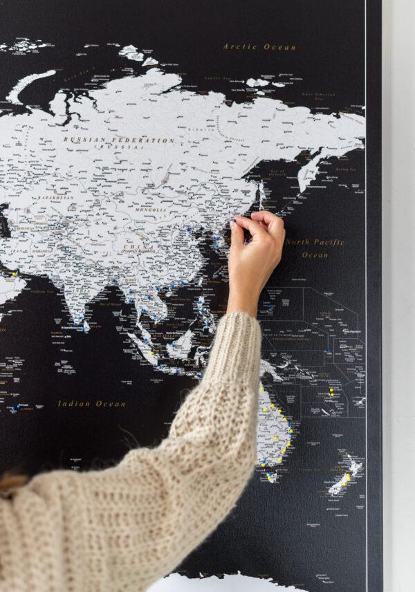 Pinnwand Weltkarte Modernes Schwarz Detailliert mit pins