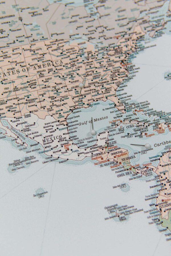 Welt Pinnwand Karte – Retro hellblau (Detailliert)