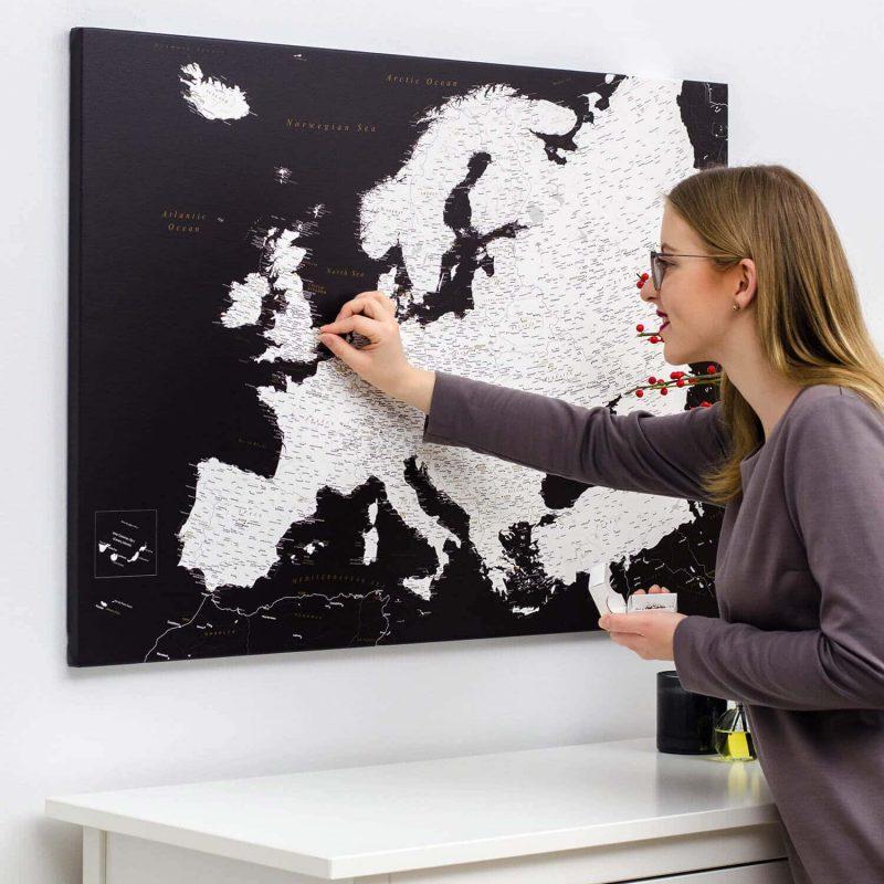 Europakarte-Pinnwand-mit-stecknadeln-schwarz-modernes