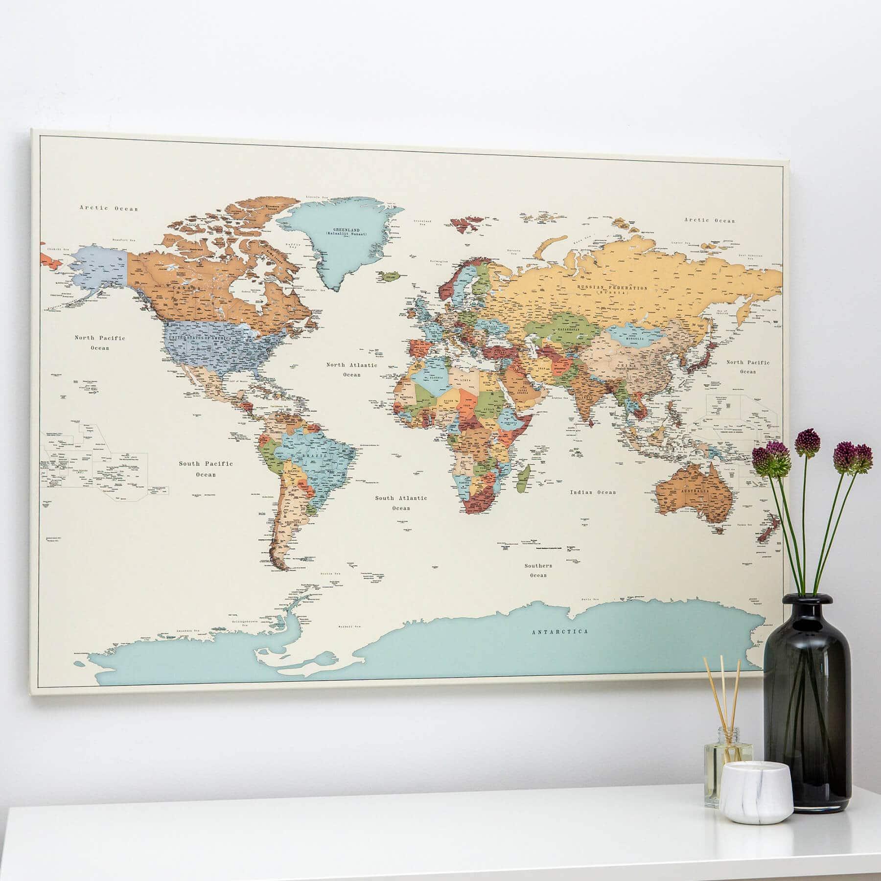 Hochwertige Bunte Reise Pinnwand EUROPAKARTE Canvas Pins und PERSONALISIERUNG Personalisiert mit PinDeineWelt Namen inkl Gr/ö/ße: 100x135 cm Pinnwand XXL