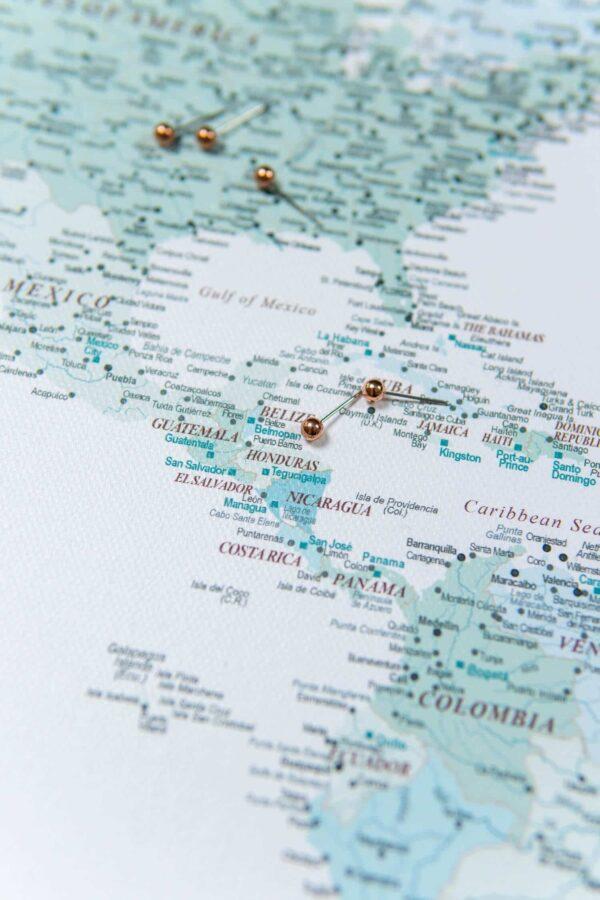 himmelblau-Pinnwand-Weltkarte-Bild-mit-pins
