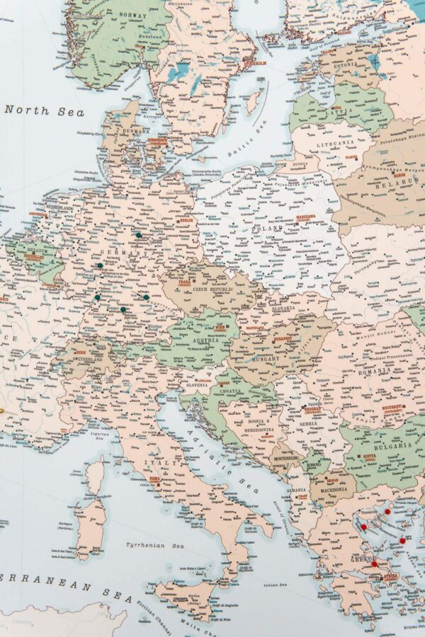 pinnwand europa karte mit pins retro