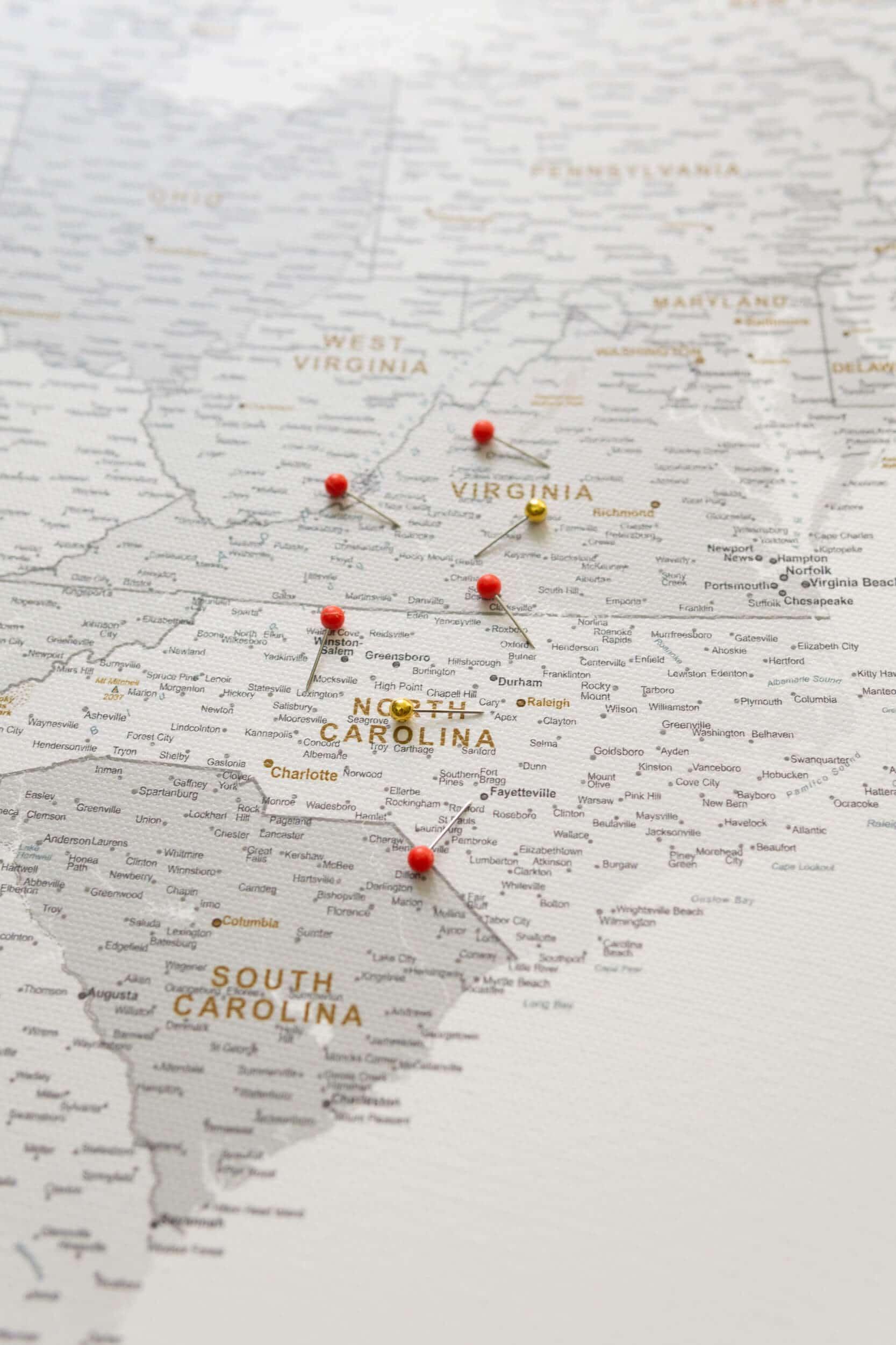 USA Karte Pinnwand Grau Weiß zum pinnen