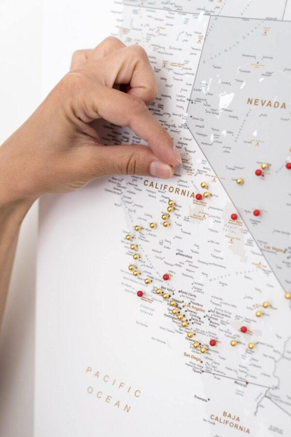 pinnwand usa reise karte mit pins grau