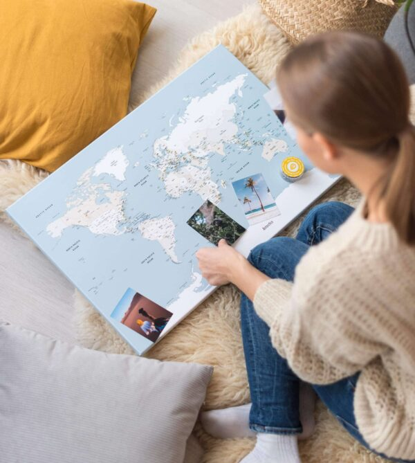 sanftes Blau landkarte mit pins