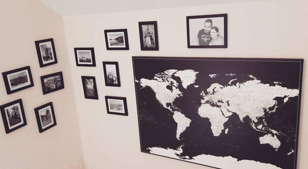 Bilder um die Reisekarte herum aufhängen